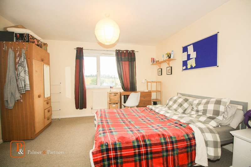 3 Bedrooms Flat for rent in Woodcock Close, Colchester, Essex, CO4