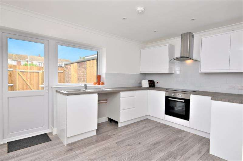 2 Bedrooms Bungalow for sale in Whistler Rise, Shoeburyness, Essex, SS3