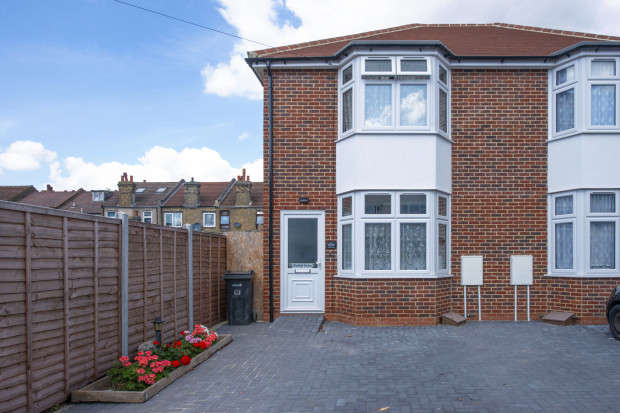 2 Bedrooms Semi Detached House for sale in Portland Terrace, Mayville Road, Ilford, IG1