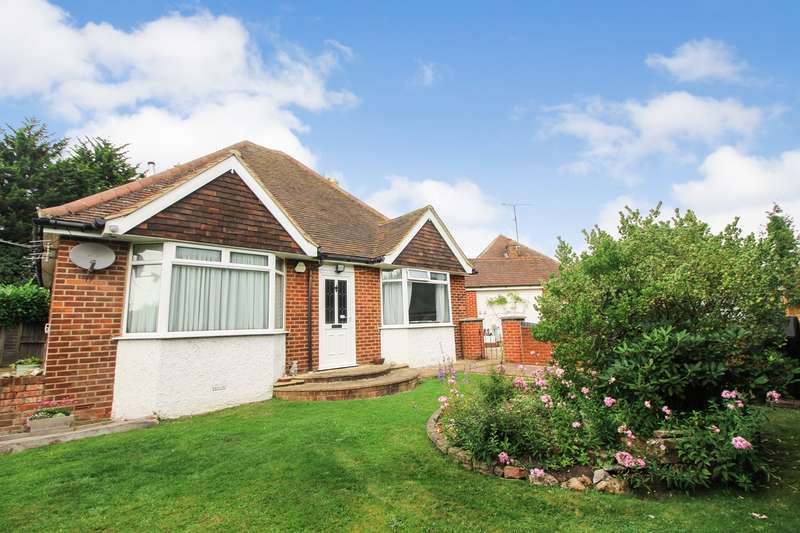 3 Bedrooms Chalet House for sale in Royal Avenue, Calcot, Reading, RG31