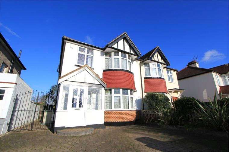 3 Bedrooms Semi Detached House for rent in Olive Avenue, Leigh-on-Sea, Essex, SS9
