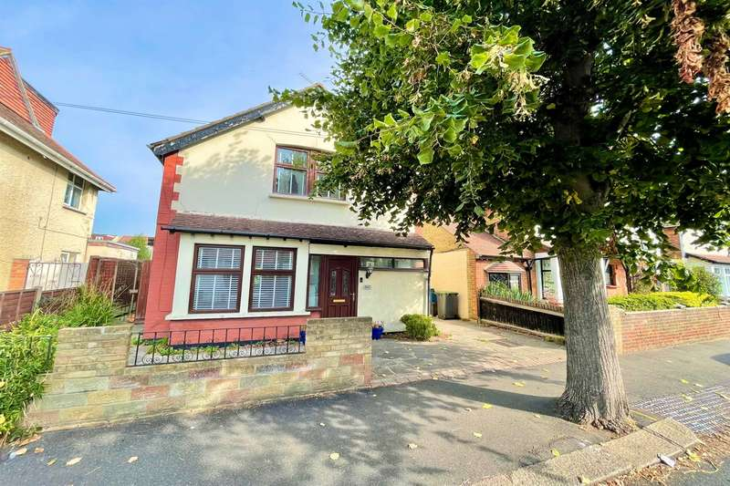 3 Bedrooms Detached House for sale in South Avenue, Southend-On-Sea, SS2