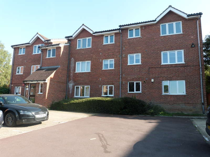 1 Bedroom Flat for sale in Howard Close, Waltham Abbey
