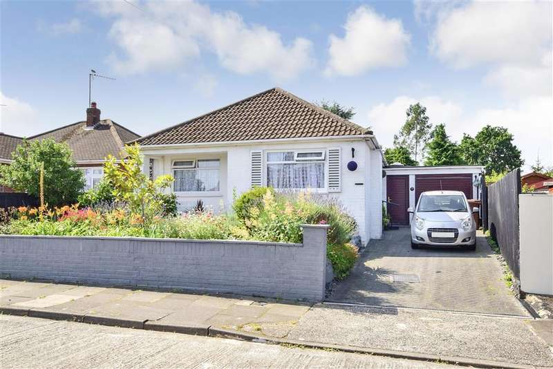 3 Bedrooms Detached Bungalow for sale in Fraser Close, , Chelmsford, Essex