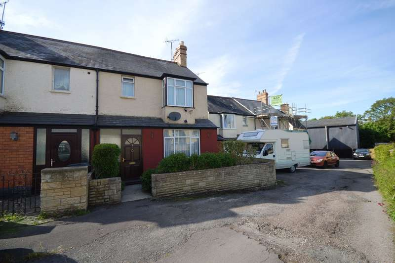 3 Bedrooms Semi Detached House for sale in Meadow Road, Cirencester