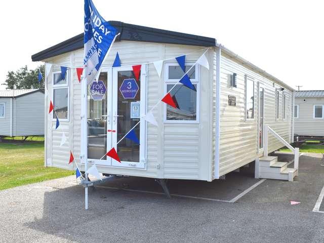 3 Bedrooms Caravan Mobile Home for sale in Martello Beach, Clacton-on-sea