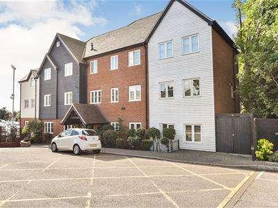 2 Bedrooms Flat for sale in Essex Way, Benfleet