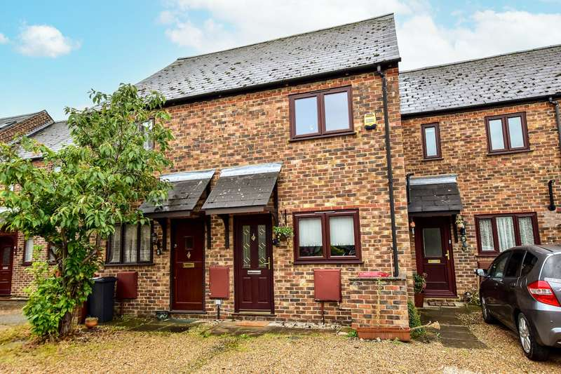 2 Bedrooms Terraced House for sale in New Road, Langley, SL3