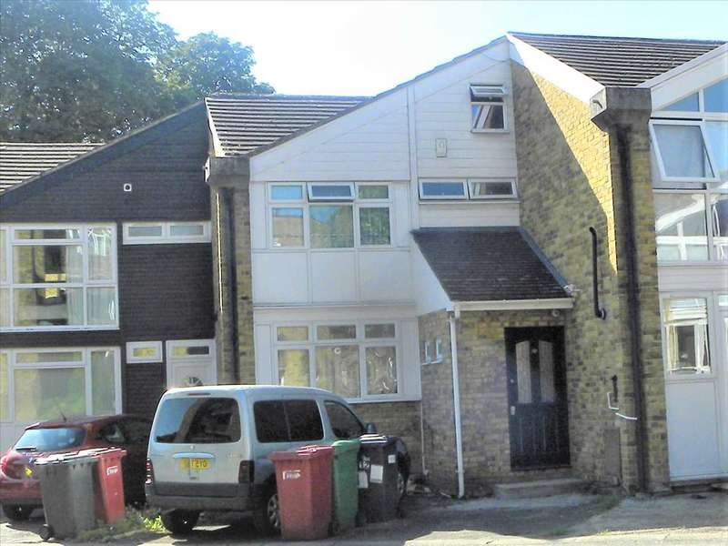 3 Bedrooms Terraced House for sale in Sussex Close, Slough