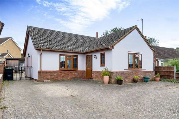 3 Bedrooms Detached Bungalow for sale in New Road, Bromham, Bedford