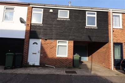 2 Bedrooms Terraced House for rent in Town End Field, Witham