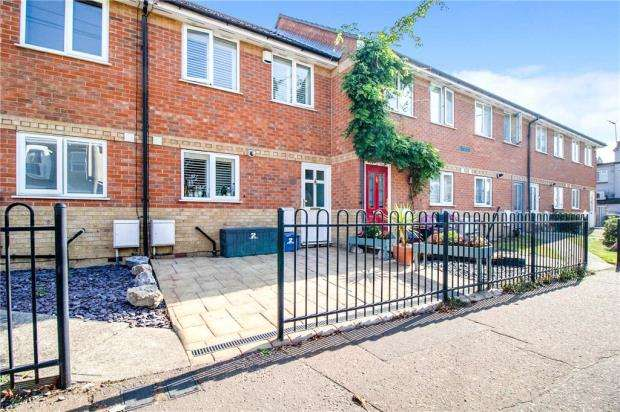 2 Bedrooms Terraced House for sale in Bournemouth Park Road, Southend-on-Sea, Essex