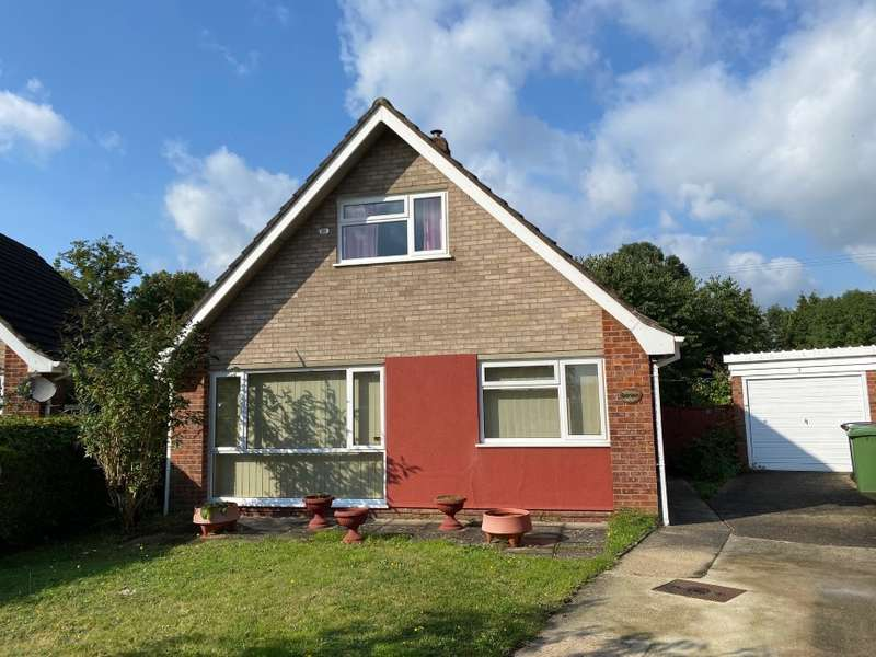 3 Bedrooms Chalet House for sale in 7 Knipe Close, Tacolneston, Norwich, Norfolk