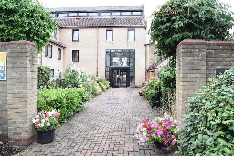 1 Bedroom Retirement Property for rent in Albion Court, Queen Street, Chelmsford