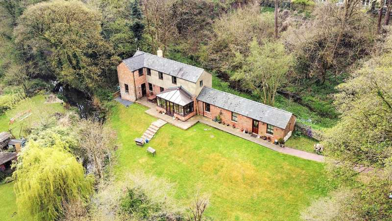 4 Bedrooms Detached House for sale in High Street, Chalford, Stroud, GL6 8DJ