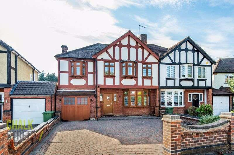 5 Bedrooms Property for sale in Mashiters Walk, Marshalls Park, Romford, RM1