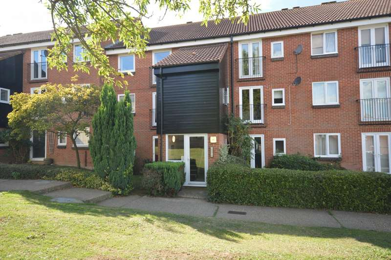 1 Bedroom Flat for sale in Mountbatten Court, Mountbatten Road, Braintree, CM7