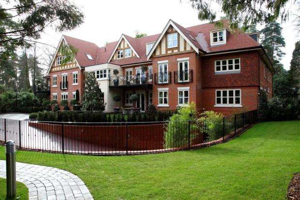 2 Bedrooms Apartment Flat for sale in Brockenhurst Road, Ascot, Berkshire