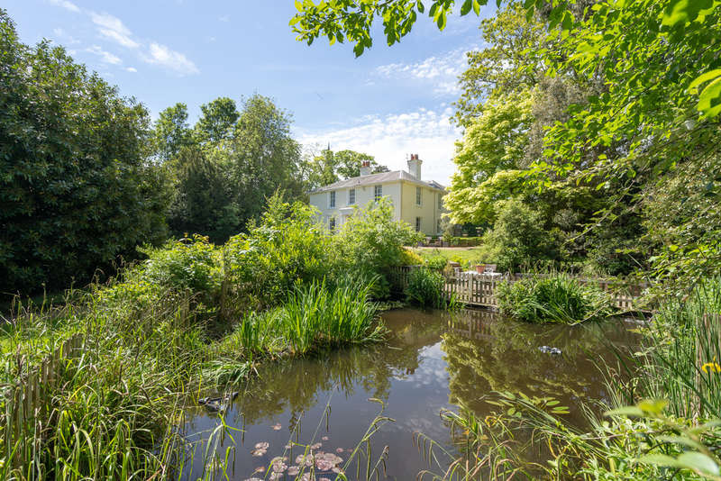 9 Bedrooms Detached House for sale in Trinity Street, Halstead