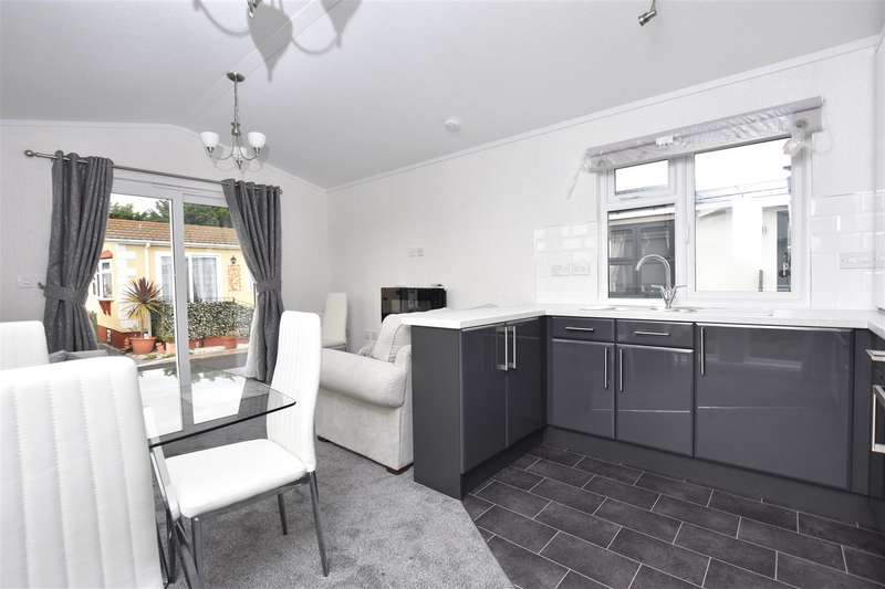 1 Bedroom Park Home Mobile Home for sale in Creek Road, Canvey Island