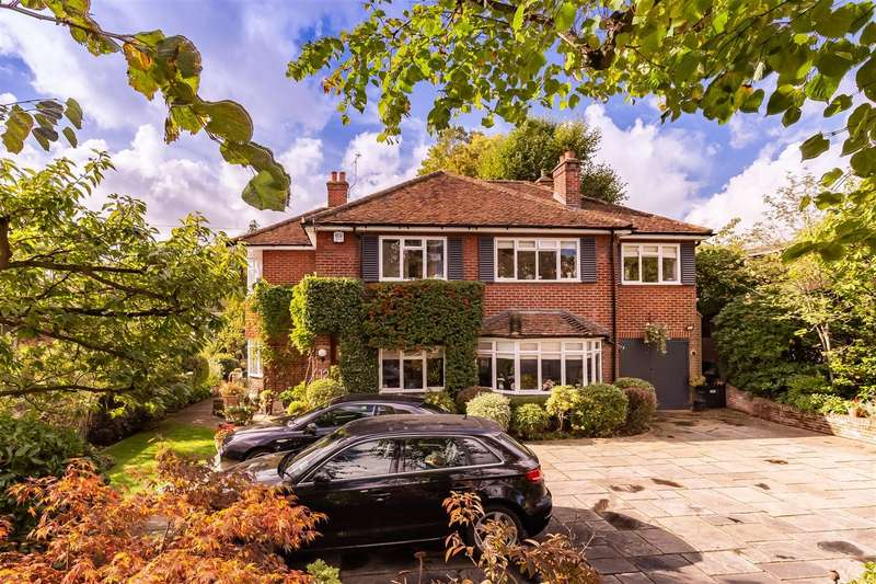 4 Bedrooms Detached House for sale in Kendal Avenue, Epping
