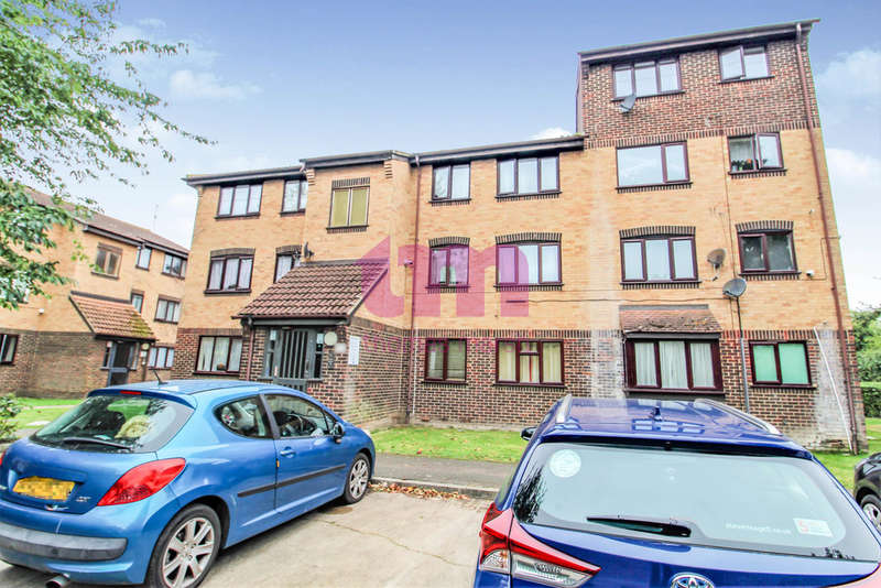 2 Bedrooms Flat for sale in Conway Gardens, Grays