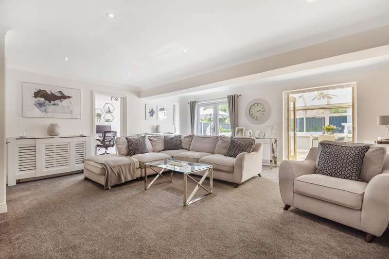 4 Bedrooms Detached House for sale in Siege Cross, Thatcham, RG19