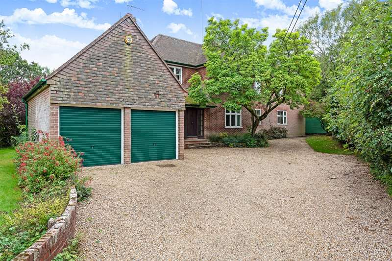 5 Bedrooms Detached House for sale in Basingstoke Road, Swallowfield, Reading, RG7