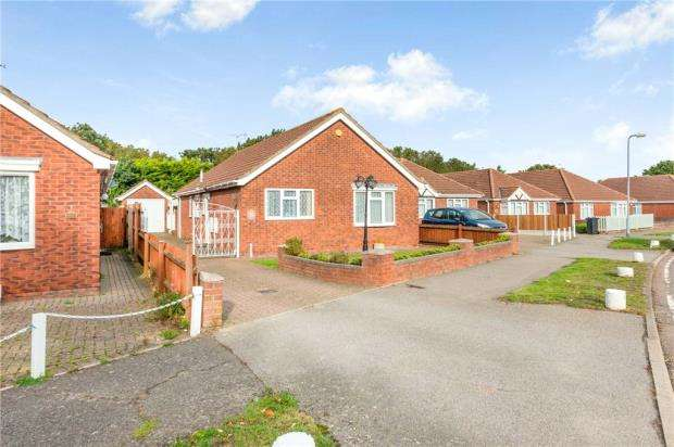 3 Bedrooms Detached Bungalow for sale in Gorse Lane, Clacton-On-Sea