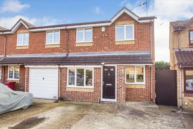 3 Bedrooms Semi Detached House for sale in Lowestoft Drive, Burnham Gate, Cippenham