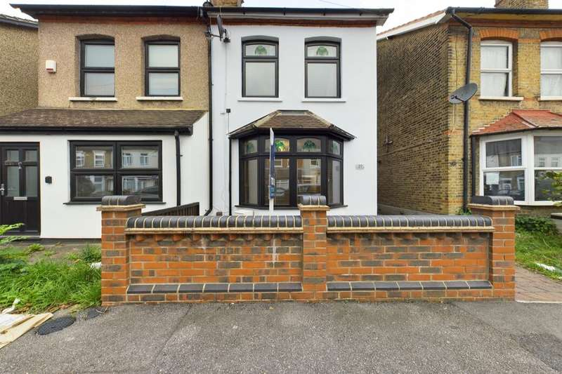 4 Bedrooms Semi Detached House for rent in Willow Street, Romford, RM7