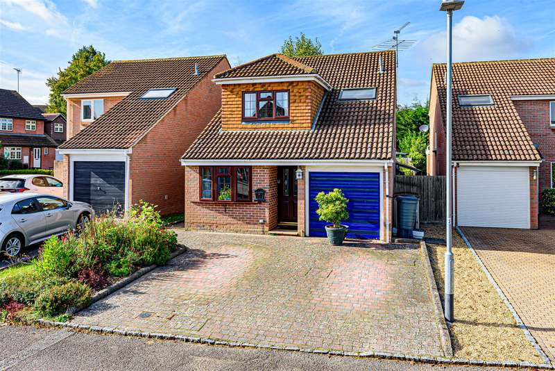 4 Bedrooms Detached House for sale in Plover Close, Wokingham, Berkshire, RG41 3JD