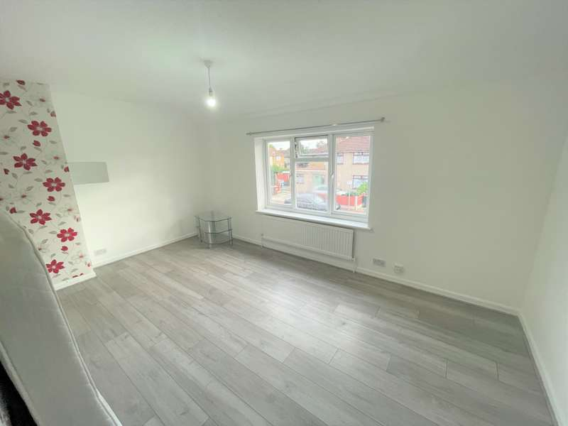 3 Bedrooms House for rent in Robinson Road, Dagenham, RM10