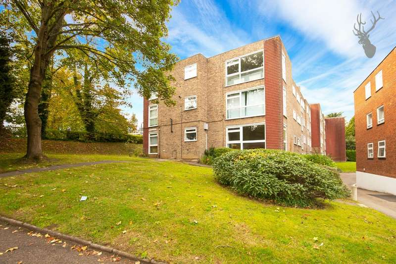 2 Bedrooms Flat for rent in Palmerston Road, Buckhurst Hill