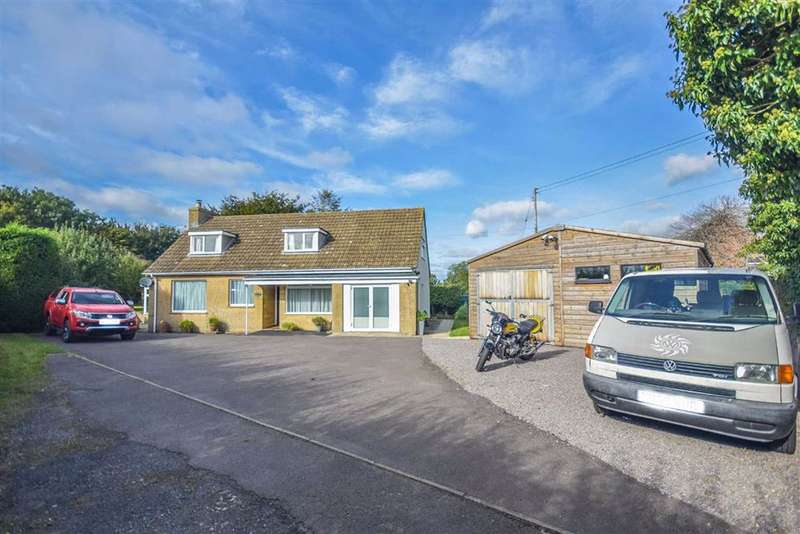 4 Bedrooms Detached House for sale in Dursley Road, Cambridge, GL2