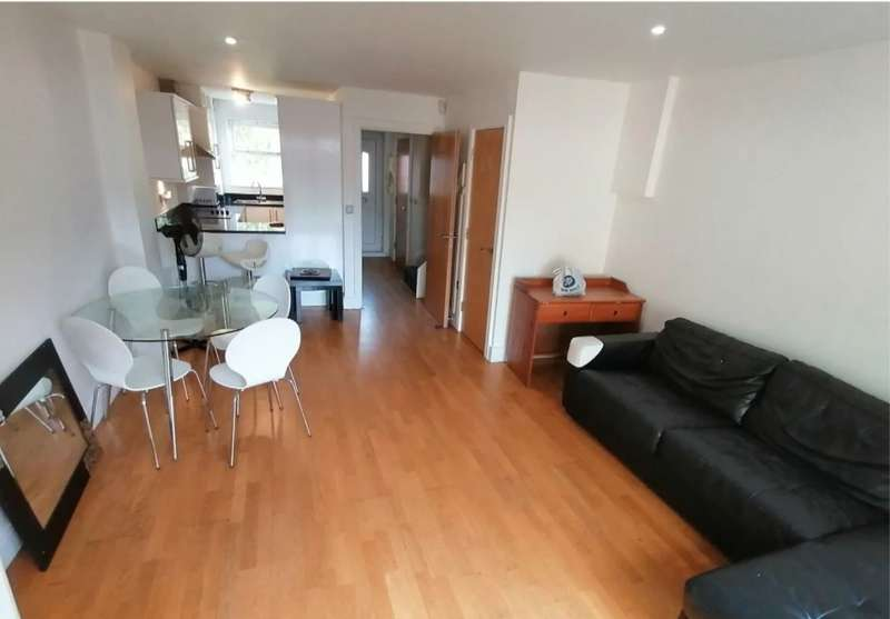2 Bedrooms Terraced House for rent in Green Lane, Ilford