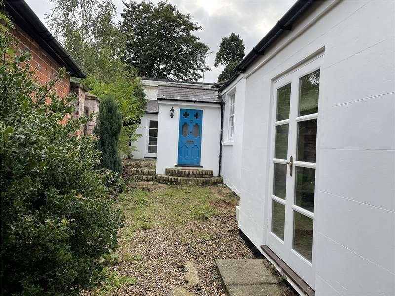 3 Bedrooms Bungalow for sale in High Street, Wargrave, Reading, Berkshire, RG10