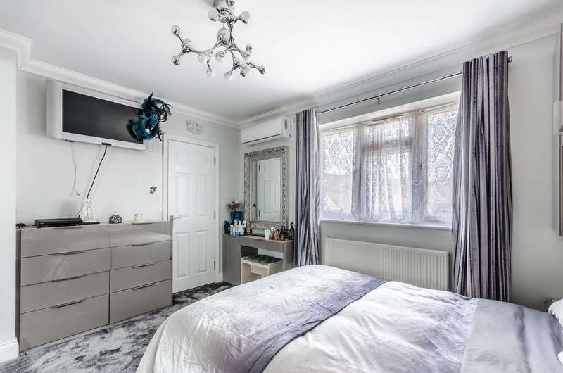 5 Bedrooms Detached House for sale in Goodmayes, Goodmayes, IG3