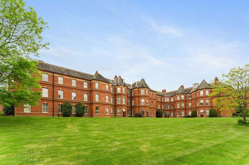 2 Bedrooms Apartment Flat for sale in Devonshire House, Repton Park, Woodford Green, Essex