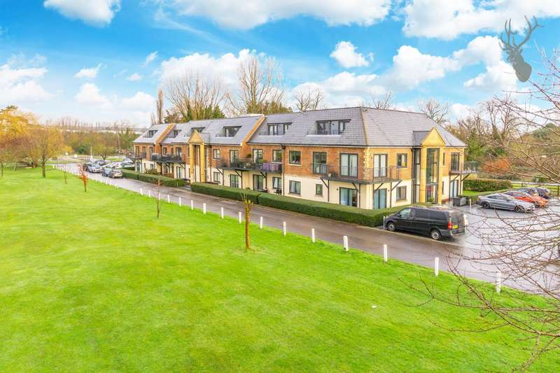 2 Bedrooms Flat for sale in Abridge Road, Chigwell