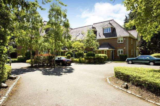 2 Bedrooms Apartment Flat for sale in Old Forest Road, Winnersh, Wokingham