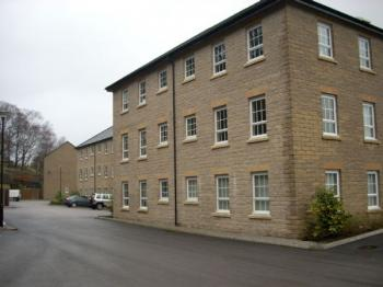 2 Bedrooms Flat for sale in Gale Close, Littleborough. Modern first floor flat on popular development with communal gardens and parking
