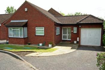 3 Bedrooms Detached Bungalow for sale in Hollybush Close, Harrow