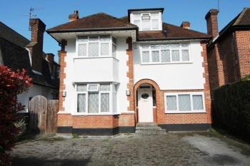 5 Bedrooms Detached House for sale in Lake View, Edgware