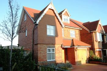 5 Bedrooms Detached House for sale in Flora Close, Stanmore