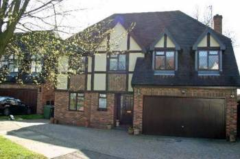 Detached House for sale in Holland Close, STANMORE