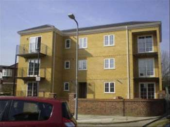 2 Bedrooms Flat for sale in Hatfield Close, Ilford