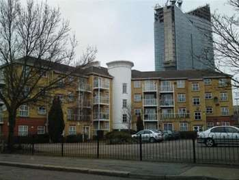 2 Bedrooms Flat for sale in Albert Road, Ilford