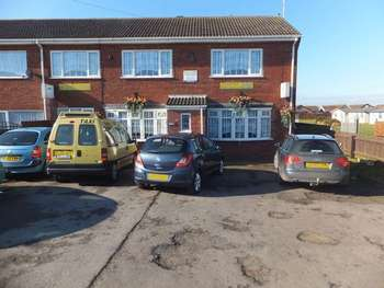 5 Bedrooms Property for sale in Seaholme Road, Mablethorpe