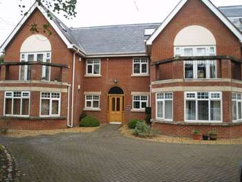 2 Bedrooms Flat for sale in Barkfield Mansions, Wicks Lane, Formby